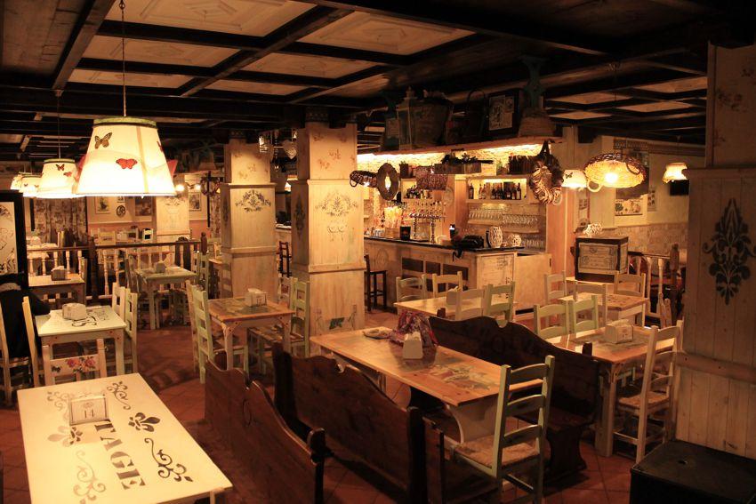 Shabby chic arredamento per pub realizzazione di locali for Arredamento per pub