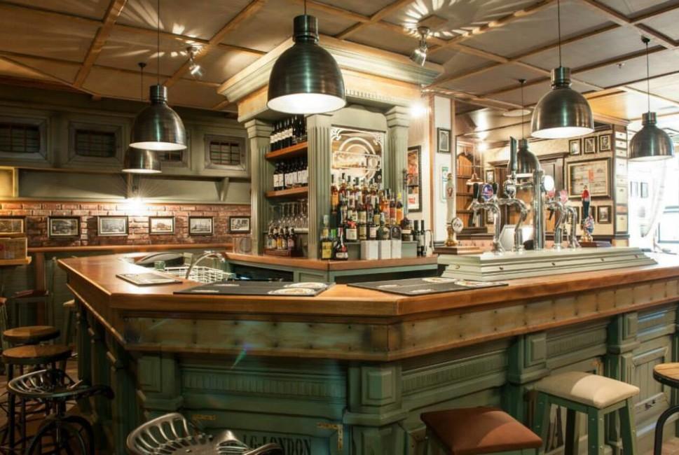Eccellente arredamento locali vintage bh12 pineglen for Pub arredamento