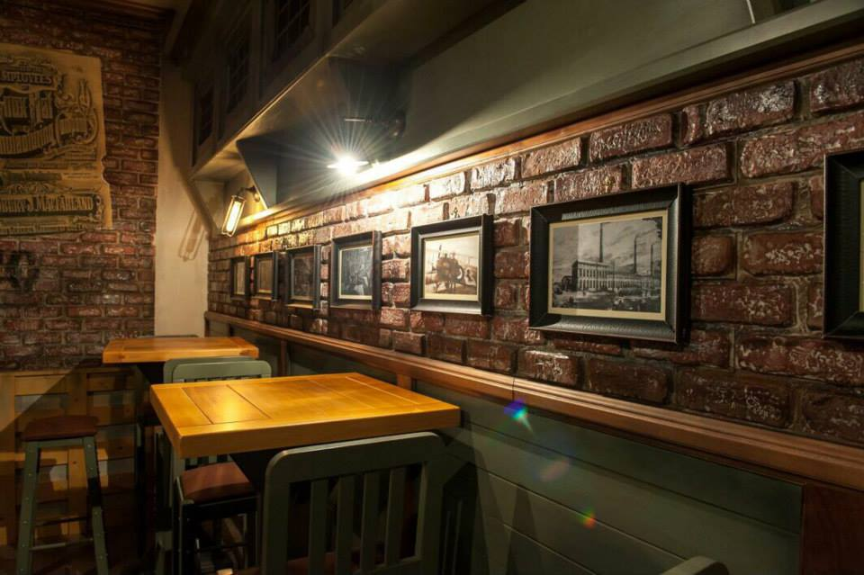 Industrial arredamento per pub realizzazione di locali for Catene arredamento