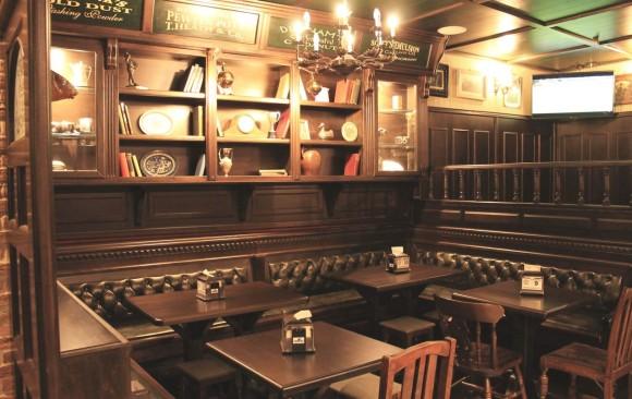 Arredamenti per pub in stile classico british irish western for Arredamento per pub