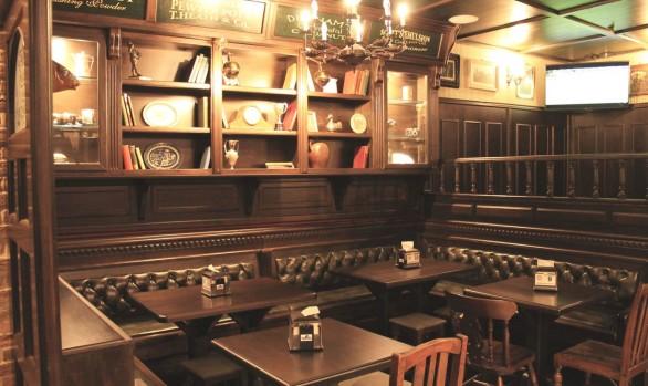 Esterni arredamento per pub realizzazione di locali in for Arredamento per pub
