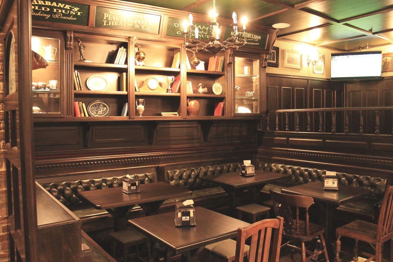 Inglese arredamento per pub realizzazione di locali in for Arredamento stile inglese