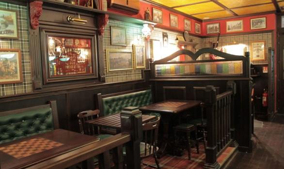 Esterni arredamento per pub realizzazione di locali in for Arredamento pub inglese