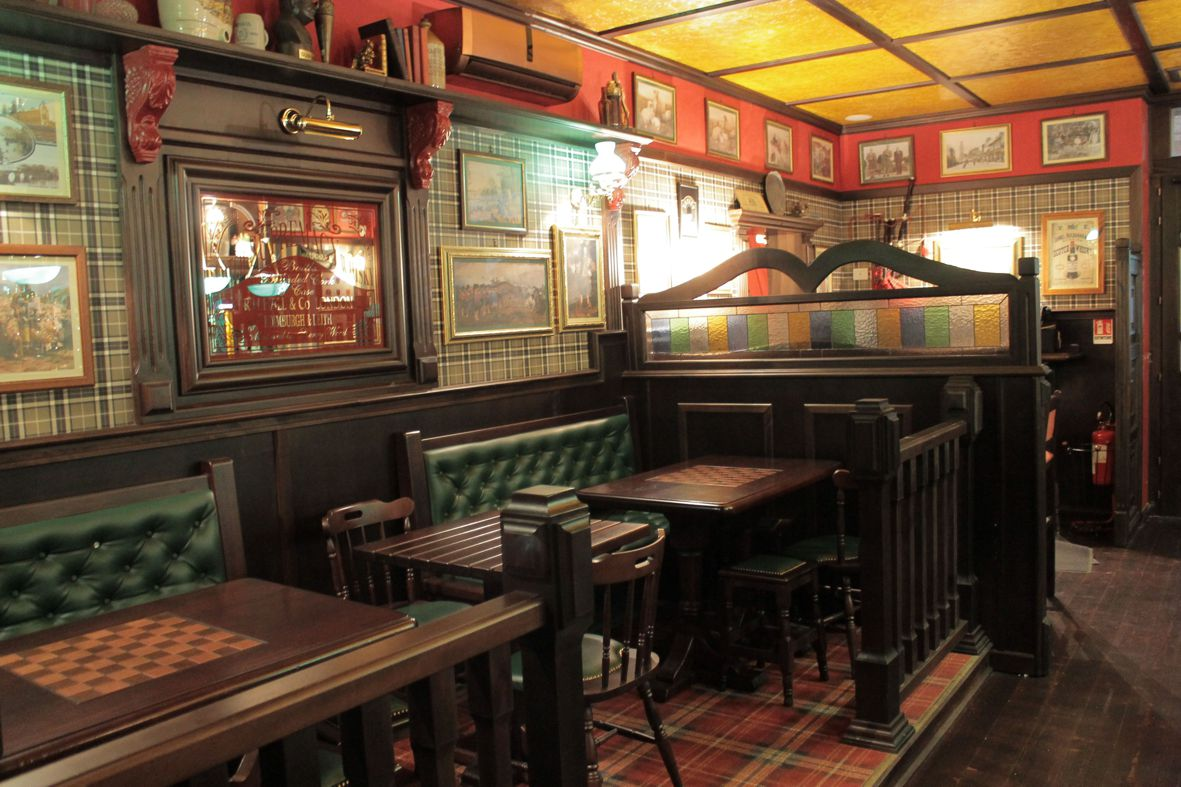 Arredamento pub stile scottish camproject for Pub arredamento