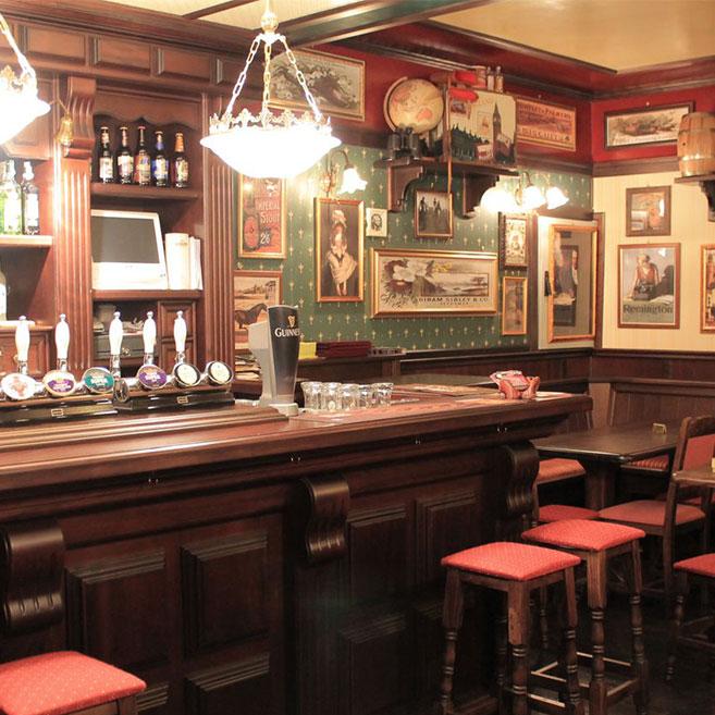 Arredamento per pub realizzazione locali in stile for Arredamento stile inglese