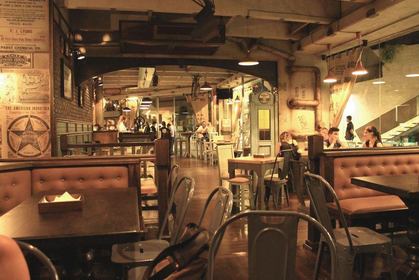 Urban arredamento per pub realizzazione di locali in stile for Arredamento pub inglese