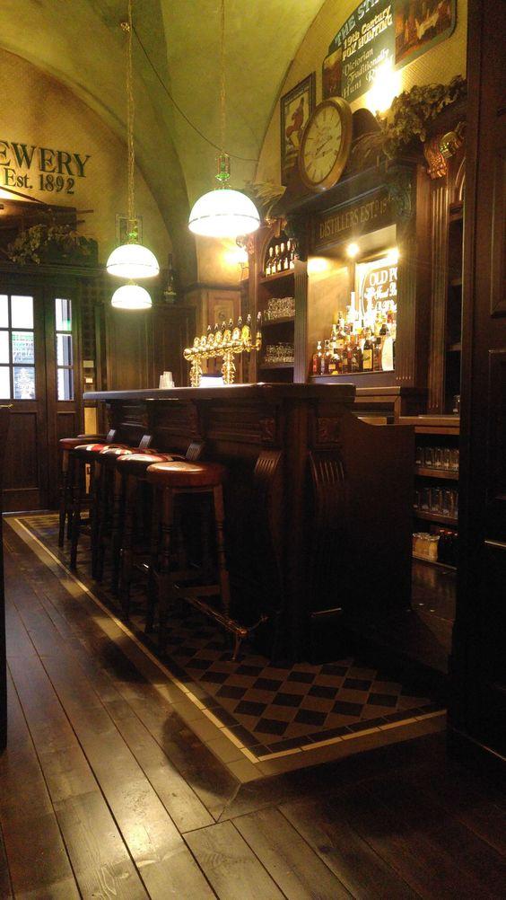 Inglese arredamento per pub realizzazione di locali in for Arredamento pub inglese