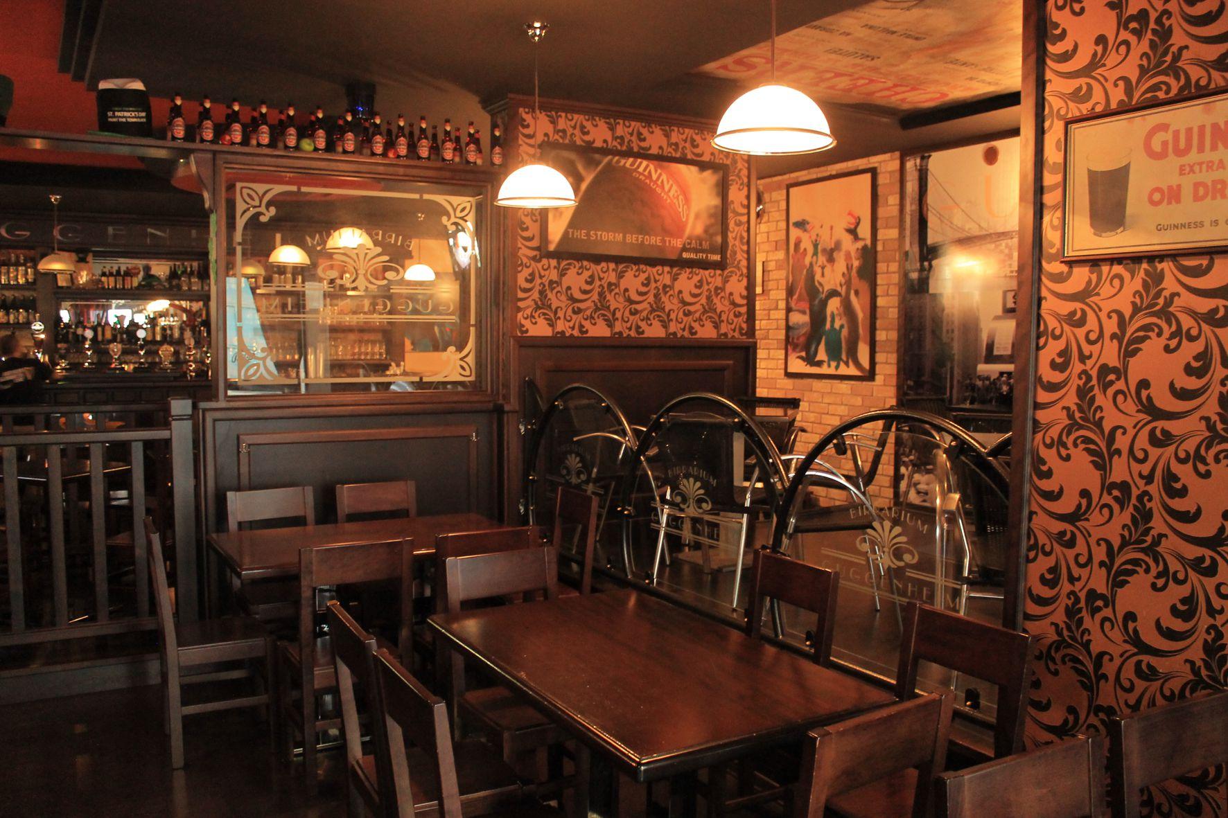 Img 0399 arredamento per pub realizzazione di locali in for Arredamento pub inglese