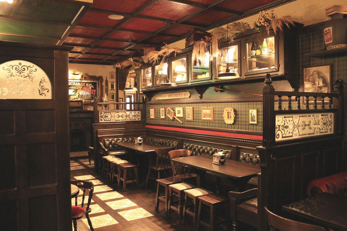 Img 1003 arredamento per pub realizzazione di locali in stile for Pub arredamento