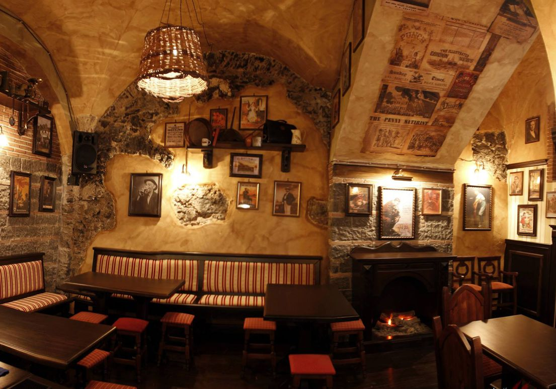 Irish arredamento per pub realizzazione di locali in stile for Arredamento per pub