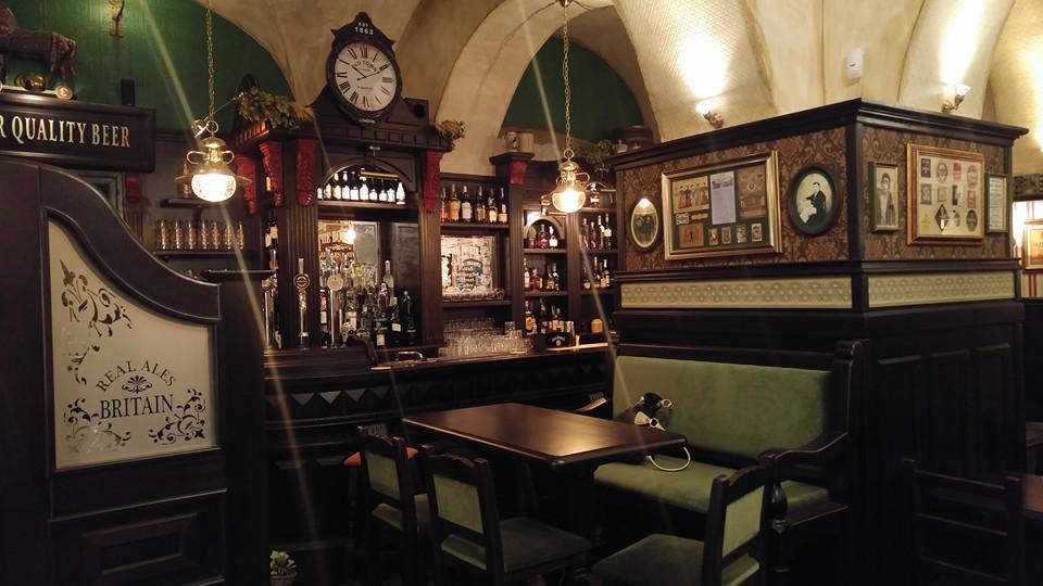 Camproject arredamento per pub realizzazione di locali in stile for Pub arredamento