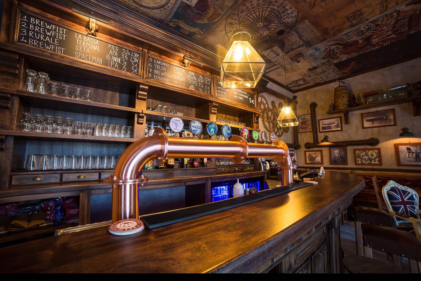 Steampunk arredamento per pub realizzazione di locali for Arredamento pub inglese
