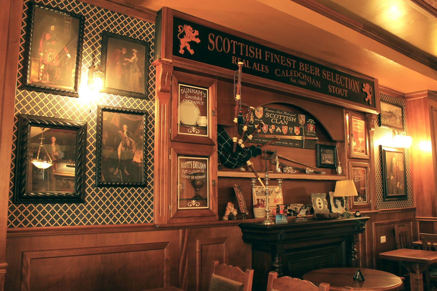 Arredamento pub stile scottish camproject for Arredamento per pub