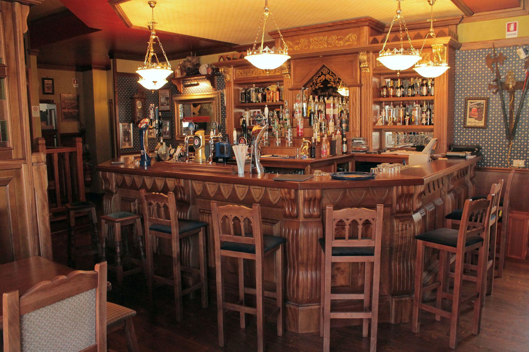 Classic pub archivi arredamento per pub realizzazione for Arredamento pub inglese