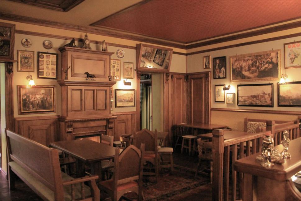 Mobili stile vittoriano for Arredamento pub inglese